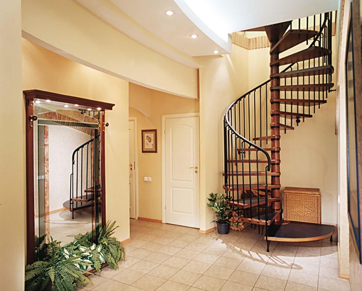 Винтовая лестница в квартире